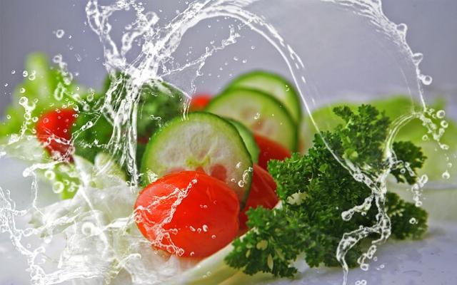 Vegetals esquitxats d'aigua